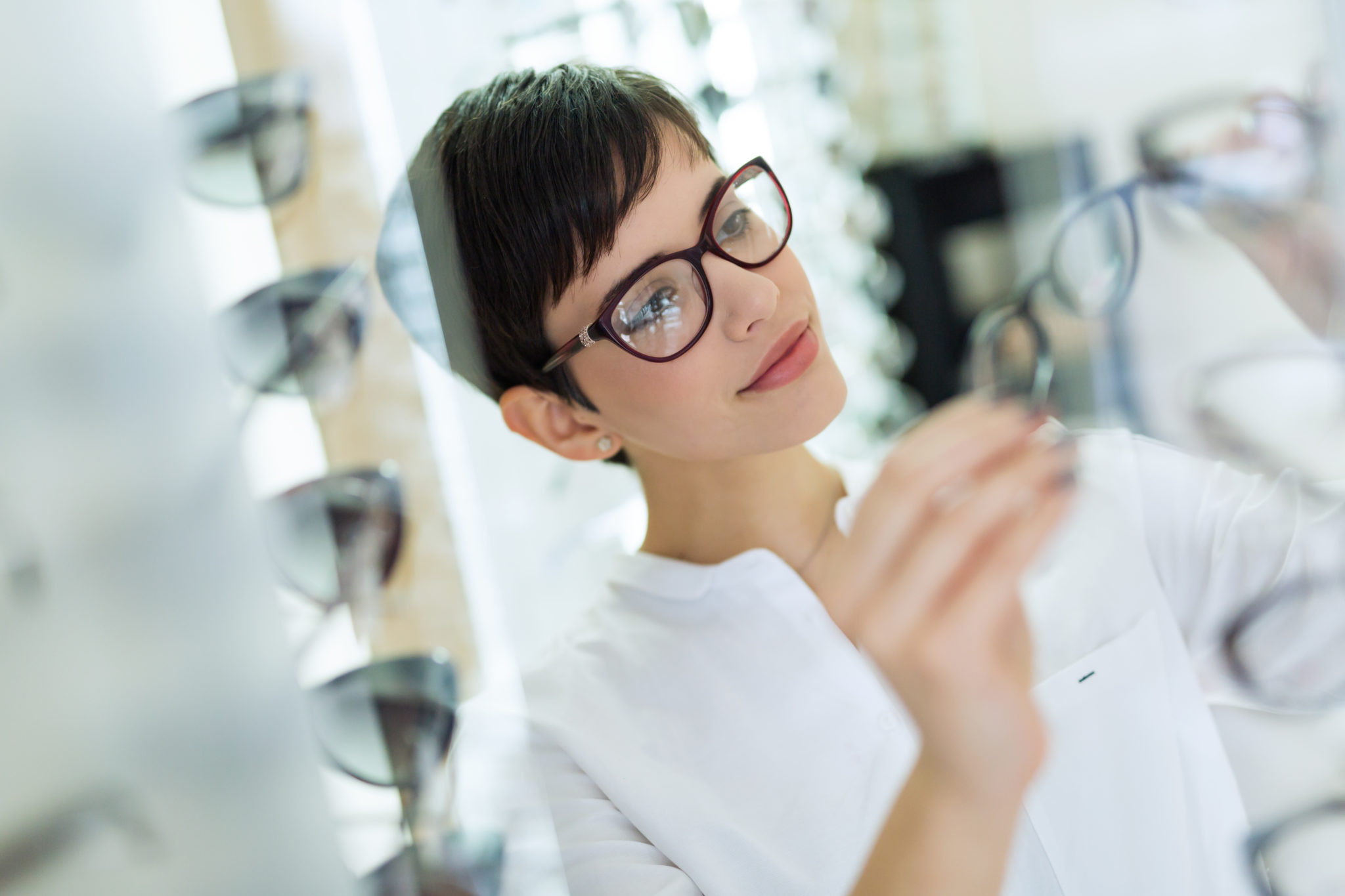 Become A Dispensing Optician Career Description Salary